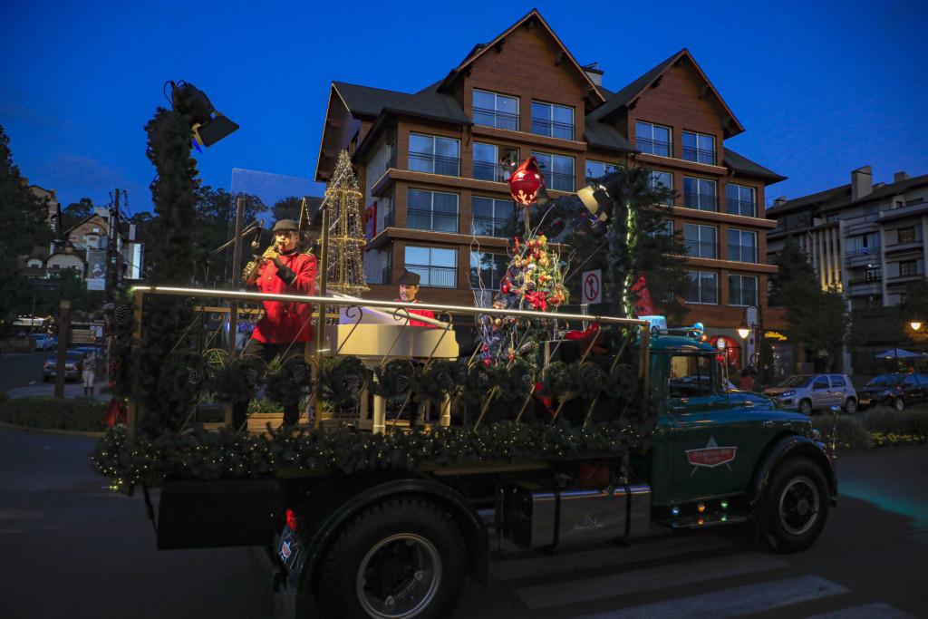 Show do Rotas e Notas sobre um simpatico caminhao no Natal Luz de Gramado