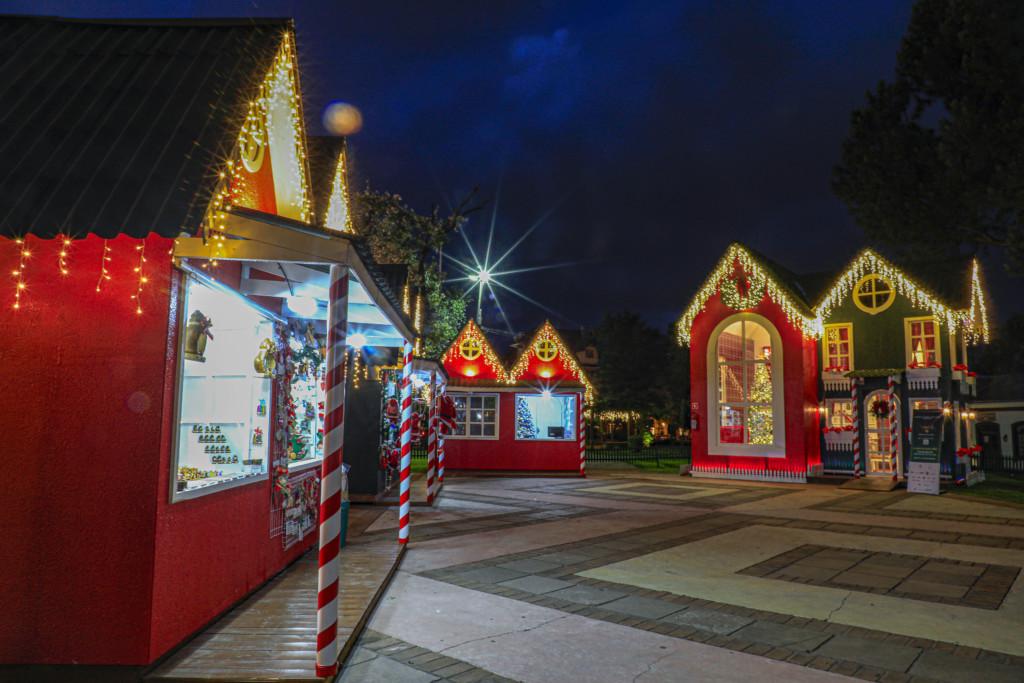 Vila de Natal montada na Praca das Etnias em Gramado