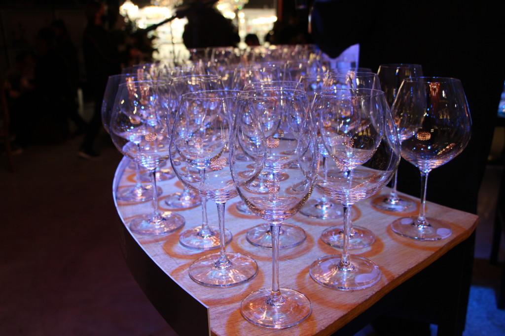 A Harmonica de Cristal e formada por um conjunto de dezenas de tacas