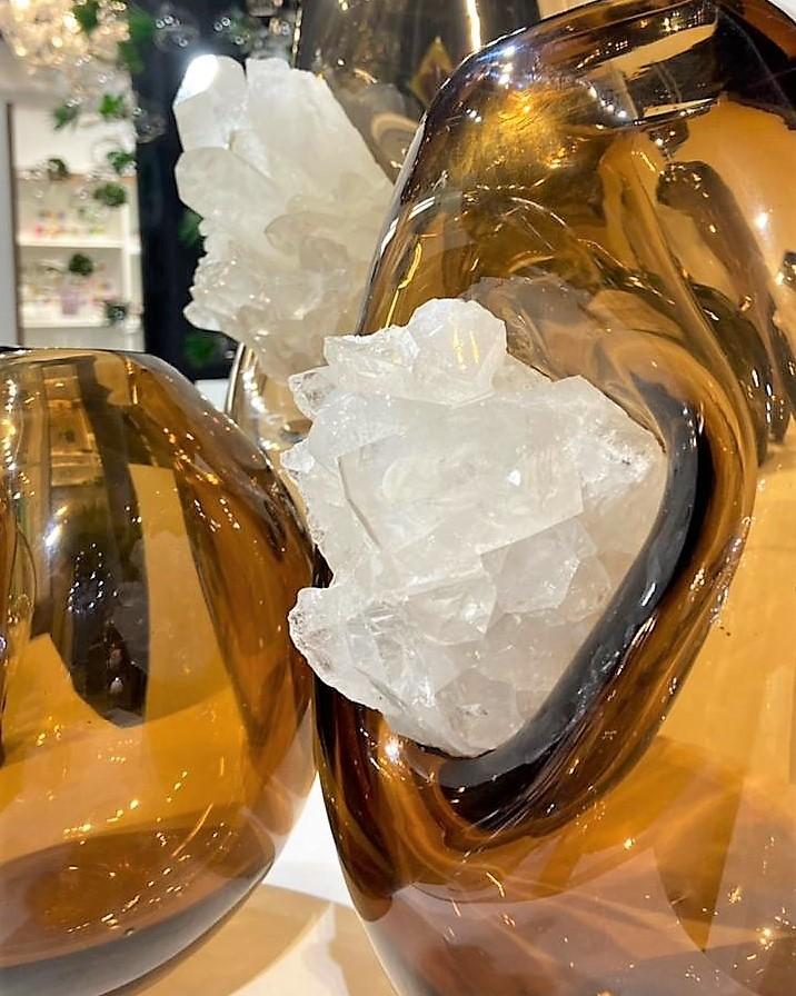 Peça da coleção Elementos com cristal ambar com quartzo